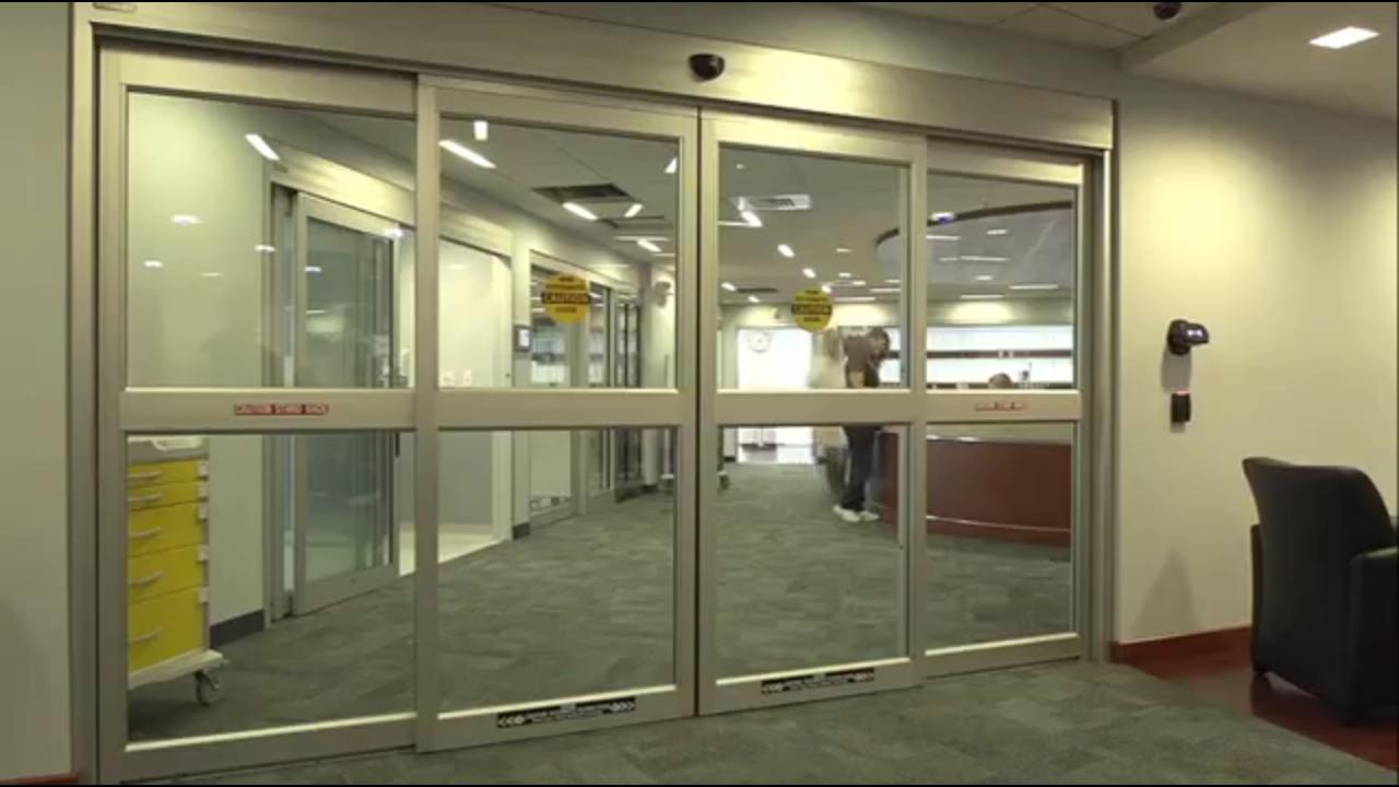 stiklo balustrado spaustukų sistema)